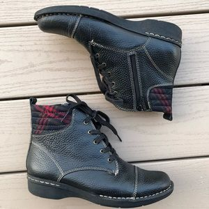 Clarks Whistle Bea Black Leather Bootie, size 7.5